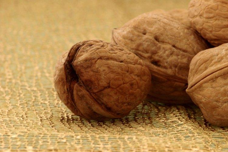 Los frutos secos son una buena fuente de ácidos grasos omega-3,  que reducen la inflamación y benefician la salud cardíaca.