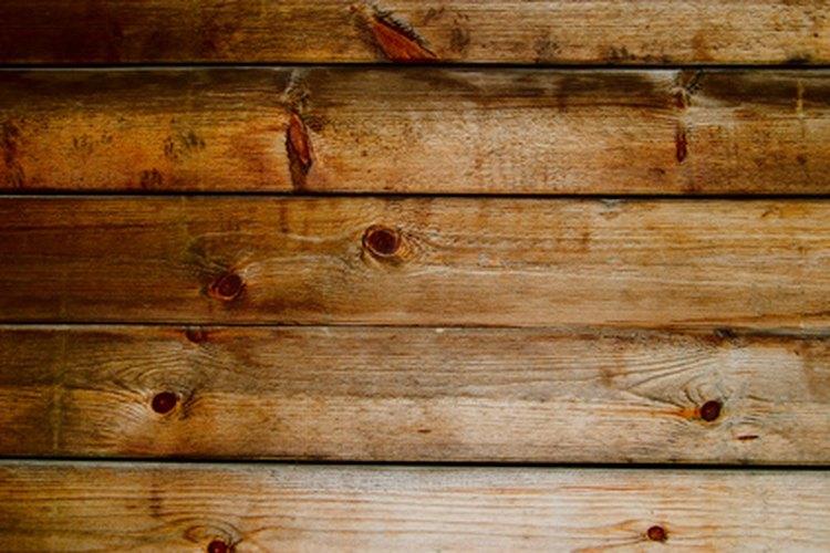 Un techo de madera puede agregar calor a tu espacio.