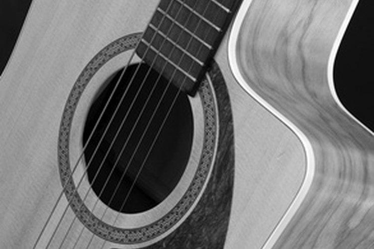 Los artistas de country blues experimentaban libremente con afinaciones alternativas, voces armonizadas y patrones de plumilleo.