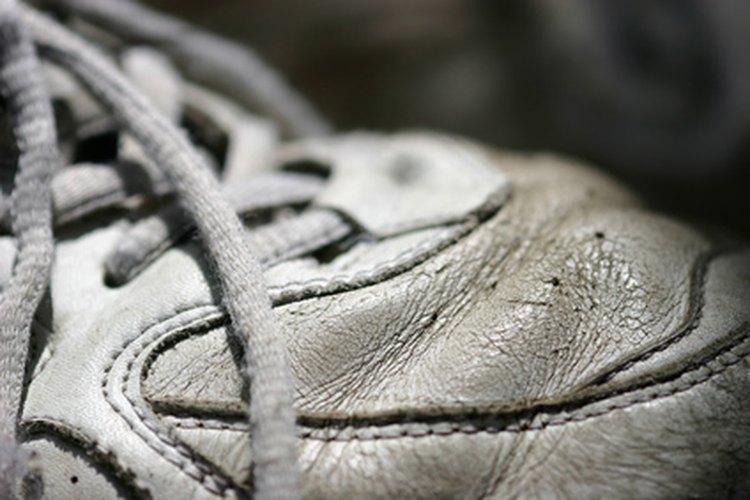 Mantener tus zapatos limpios ayudará a prolongar su vida.