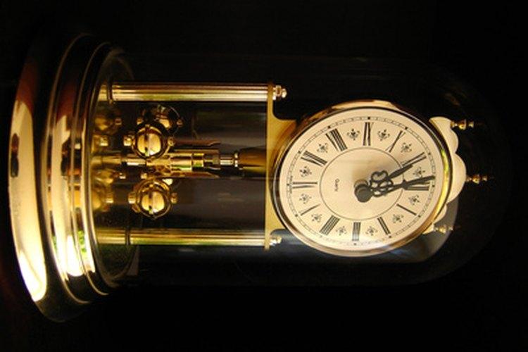 En los relojes de cuarzo, el cristal de cuarzo permite un cronometraje preciso.