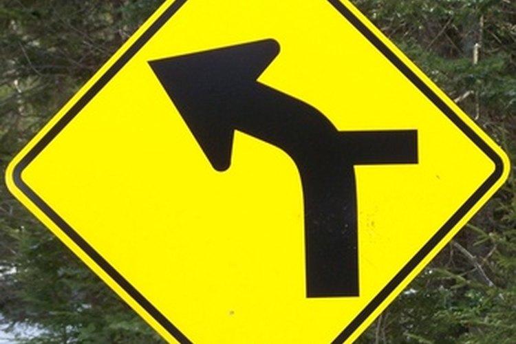 Las señales de viraje alertan a los conductores acerca de curvas próximas.