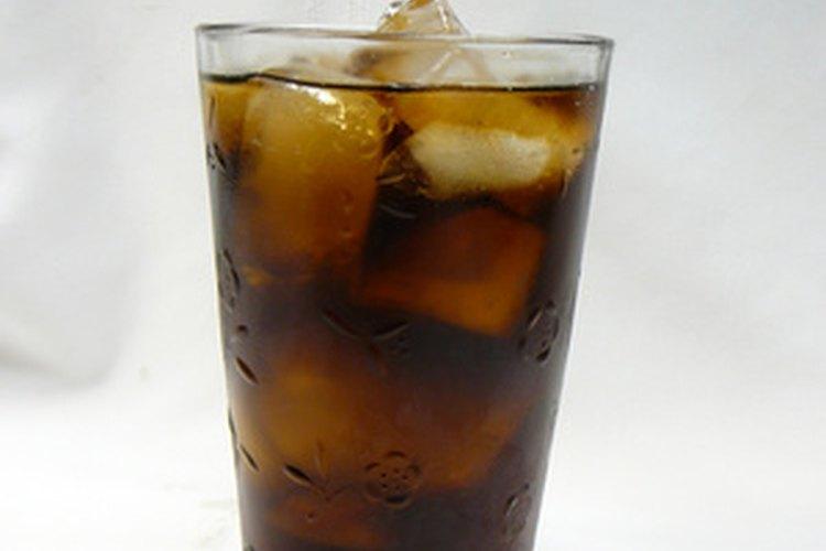 El hielo seco puede proporcionar carbonatación en la soda.