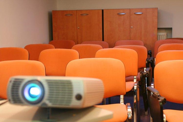 Los proyectores portátiles son adecuados para usarlos en el aula.