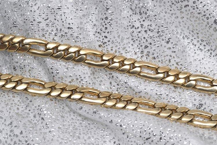 Las cadenas figaro presentan enlaces oblongos intercalados a lo largo de la cadena.