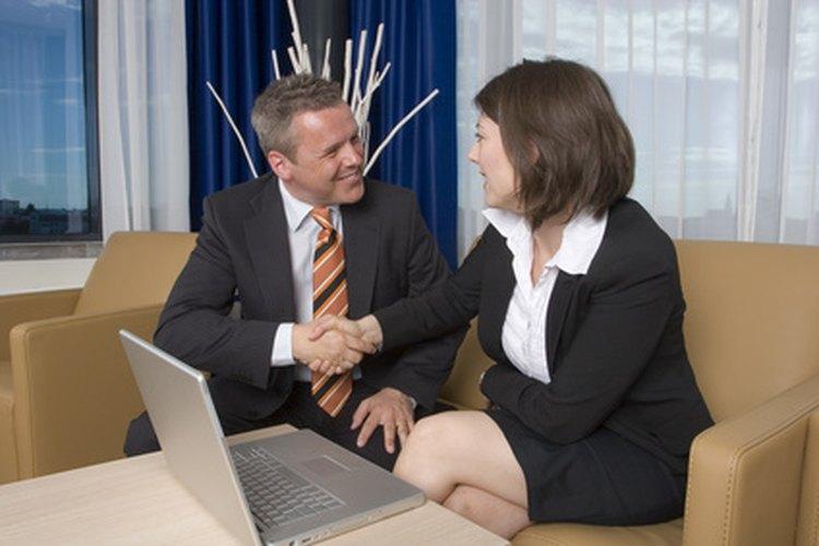 Es importante saber cómo responder a una invitación, ya sea para aceptar como para rechazarla.