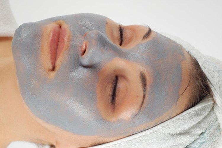 Relájate y rejuvenece con los tratamientos faciales de un spa en tu casa.