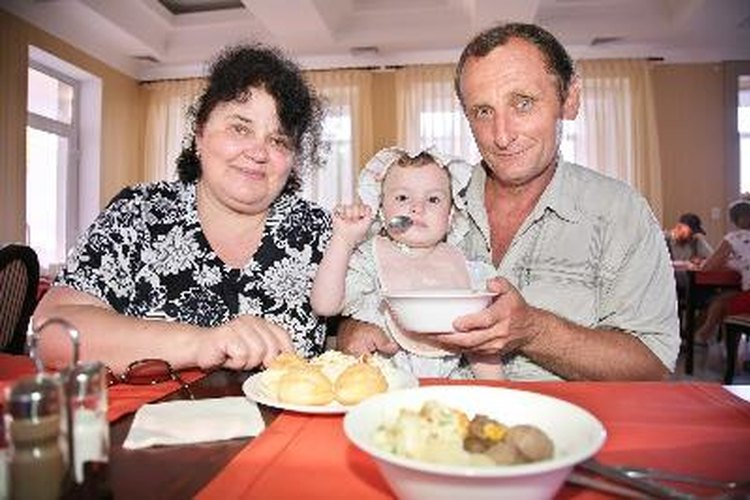 La alimentación saludable es un asunto que compete a la familia.