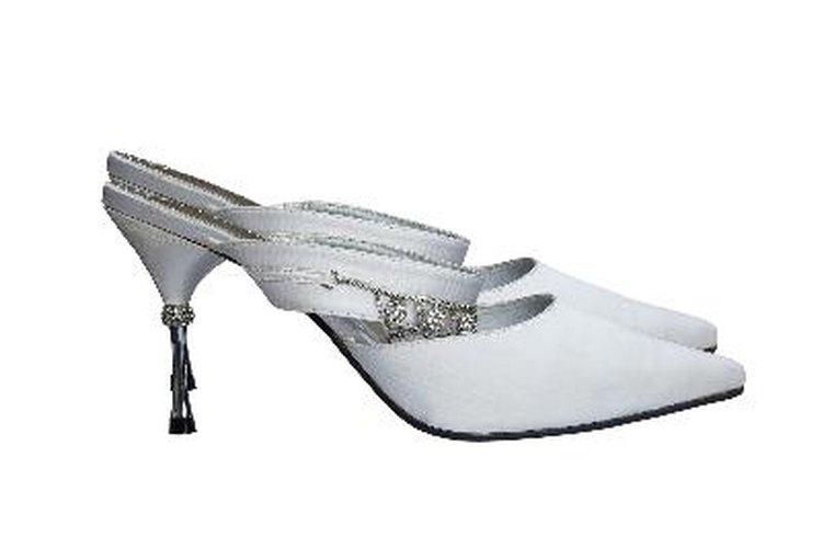 Te compraste un vestido violeta y ahora tienes que encontrar los zapatos que combinen con él.