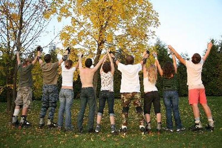 Los adolescentes necesitan amigos y actividades para su desarrollo social.