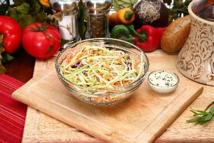 El aderezo ranchero para ensaladas es usualmente bajo en carbohidratos.