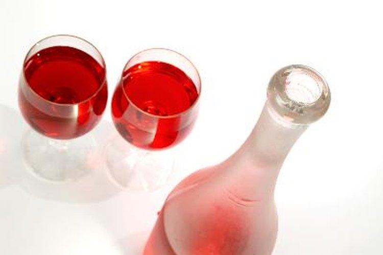 Tú mismo puedes hacer un filtro casero para eliminar los sedimentos del vino.