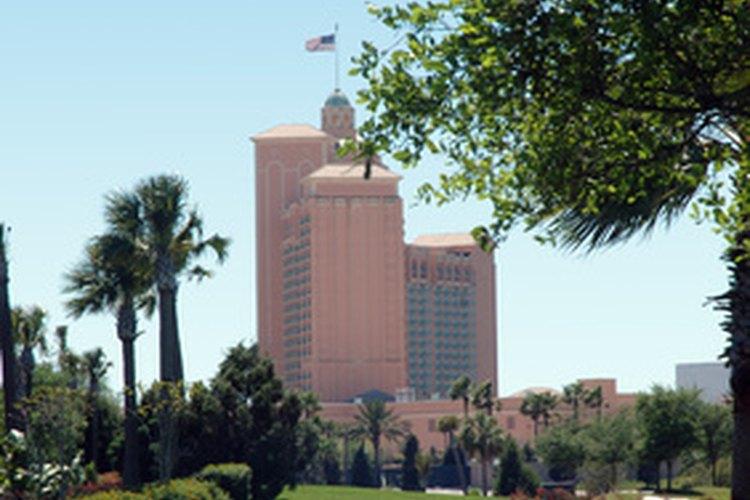 Comienza presupuestando un plan de marketing, que atraerá al público a tu hotel.