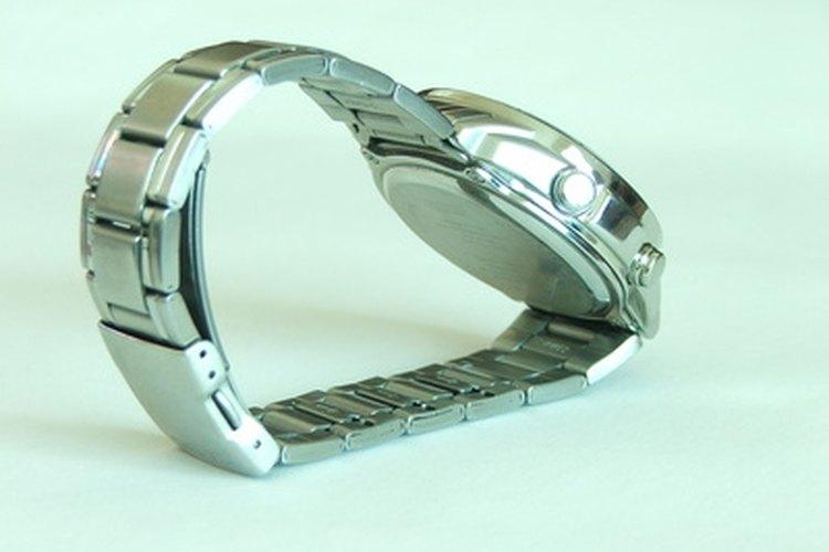 Debes saber reconocer un reloj Chanel J12 real para que no corras el riesgo de comprar una imitación.