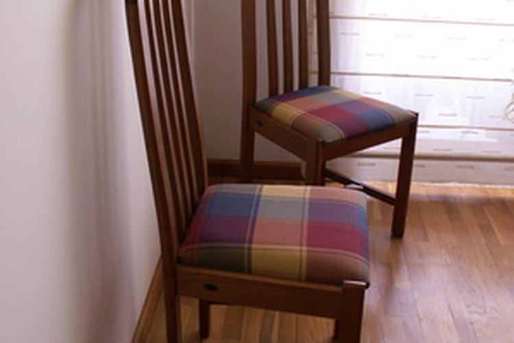Cómo tapizar sillas de madera para el comedor |