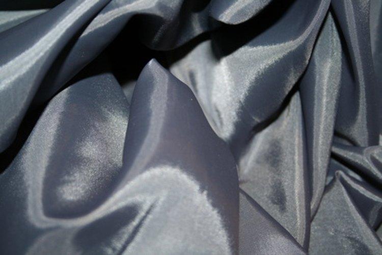 La seda proviene de los capullos de los gusanos.