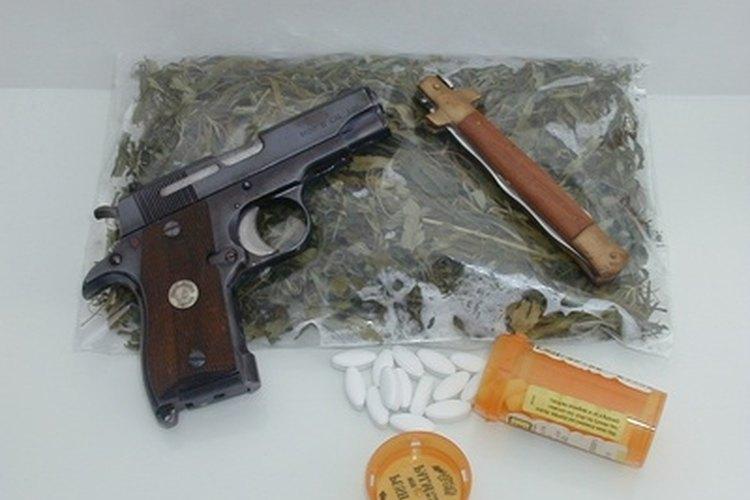 La DEA es responsable de sacar armas y drogas de las calles y derribar a los cárteles y pandillas.