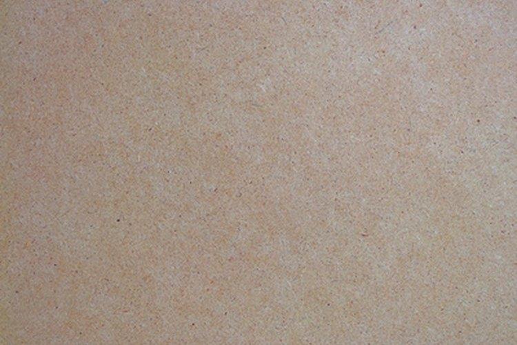 Hay 3 tipos diferentes de MDF: tablero de partículas, tablero de fibra y tablero laminado.