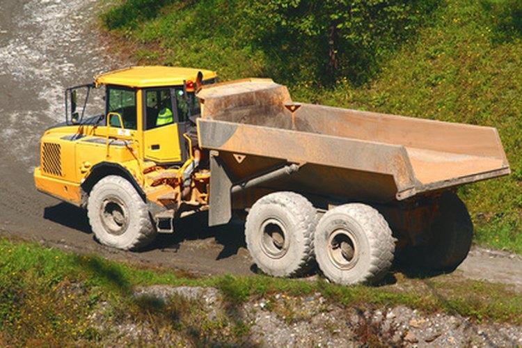 El camión tiene que estar en funcionamiento antes de que el mecanismo de vertido pueda ser utilizado.