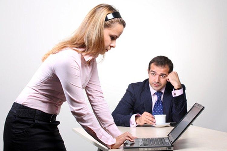 Una agencia de colocación de empleo puede ayudar a los desempleados a encontrar puestos de trabajo adecuados.