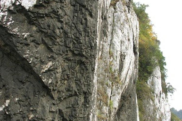Las zonas de piedra caliza comúnmente tienen agua dura.