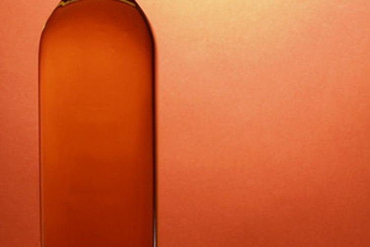 Tú puedes crear etiquetas para whisky asequibles en tu casa.