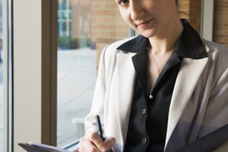 Una estudiante de derecho debe usar ropa de apariencia profesional al representar a su escuela.