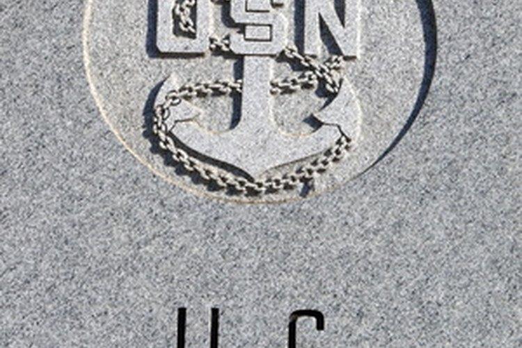 La Marina de EE.UU. está a cargo de oficiales de la marina en todos los niveles de las operaciones en tierra, mar y aire.