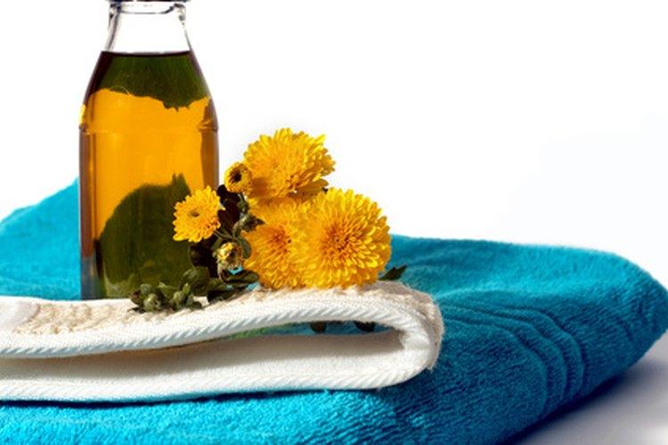 Los aceites esenciales de romero o rosa de geranio son buenos repelentes.