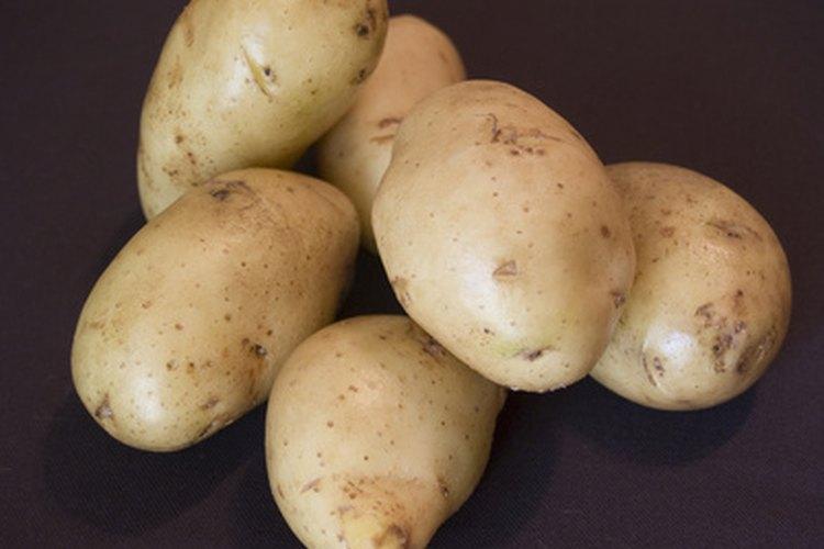 Patatas sin pelar.