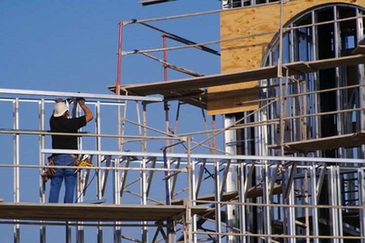 Ser un trabajador de construccio requiere mucha fuerza física.