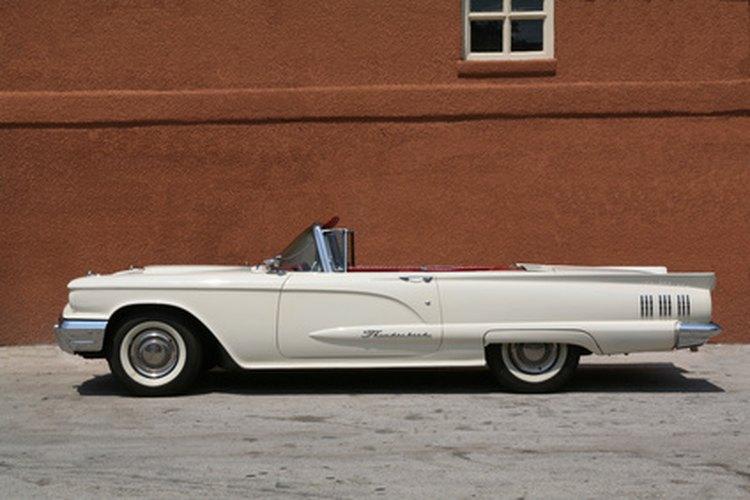 El Thunderbird clásico es sólo uno de muchos coches producidos por los trabajadores de Ford.