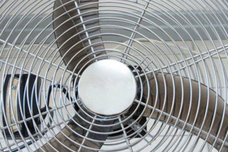 Utiliza ventiladores si es preciso para secar la pintura epoxi cuanto antes.