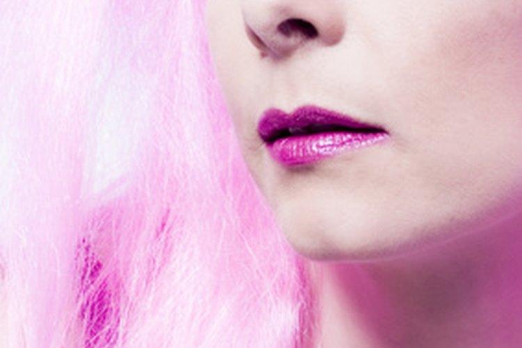 Hay dos tipos principales de pelucas, las de pelo sintético y las hechas con cabello humano verdadero.