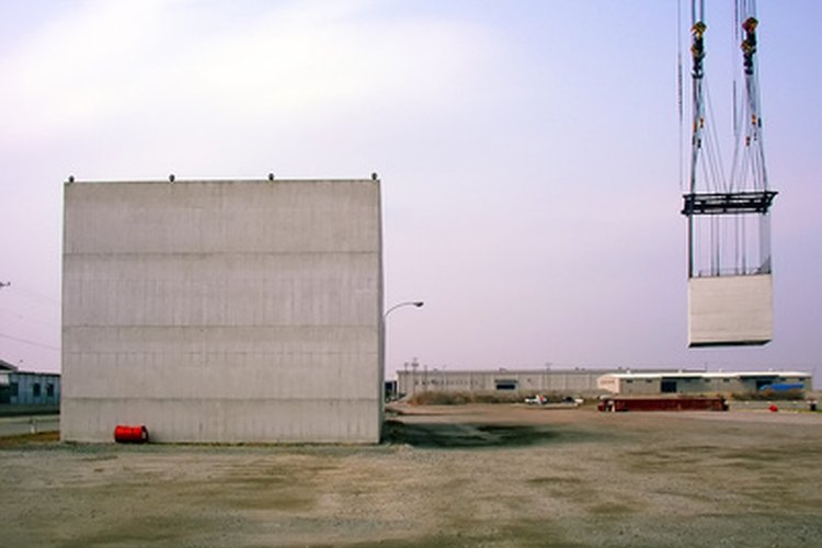 Las construcciones, almacenes, plantas eléctricas e incluso aeropuertos y puertos marítimos necesitan operadores de maquinaria.