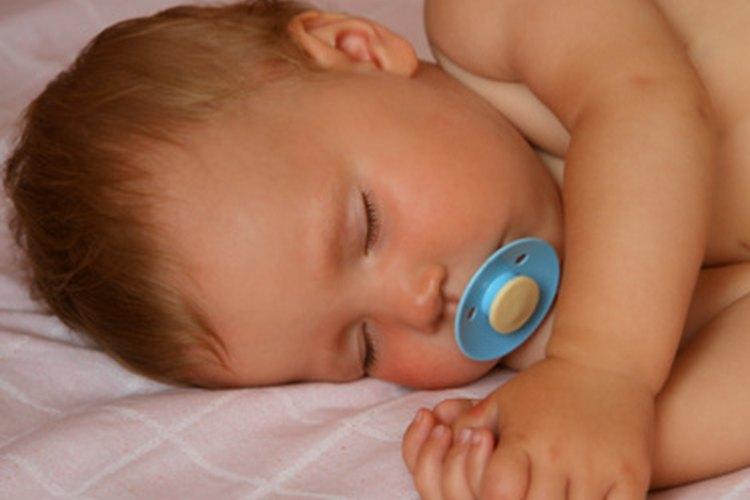 Tu bebé de 9 meses de edad, debería estar teniendo aproximadamente 13 horas de sueño por día.