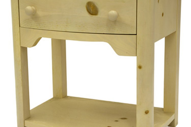 Cómo teñir y cuidar de los muebles de pino |