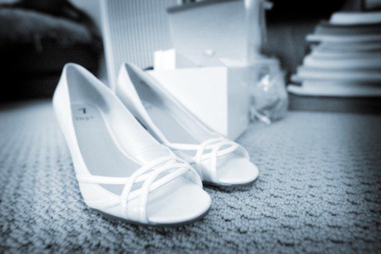 Los juegos de boda que involucran zapatos son comunes en las recepciones de bodas.