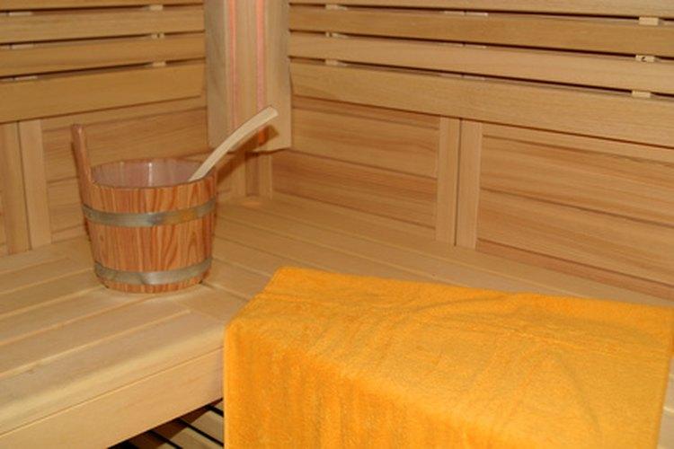 Un sauna puede aliviar y relajar los músculos cansados.