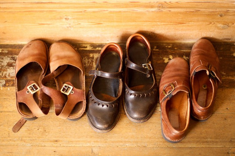 El espray para estirar calzado puede ser usado para estirar todas las variedades de zapatos de cuero.