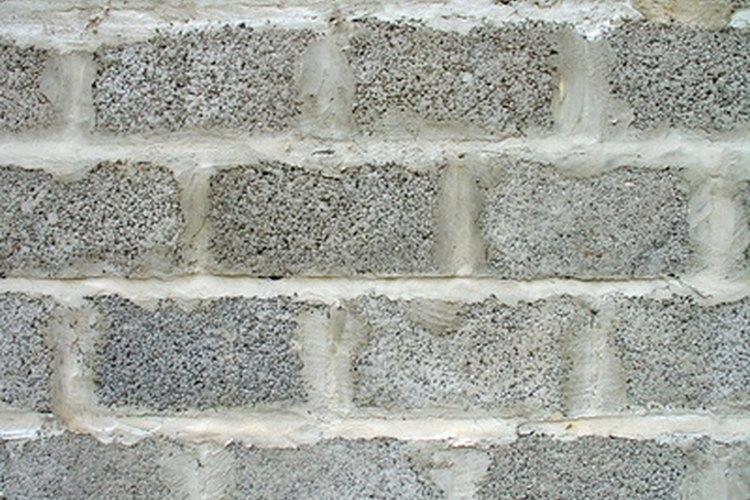 Una manera econ mica de disfrazar una pared de bloques de for Paredes sin revocar