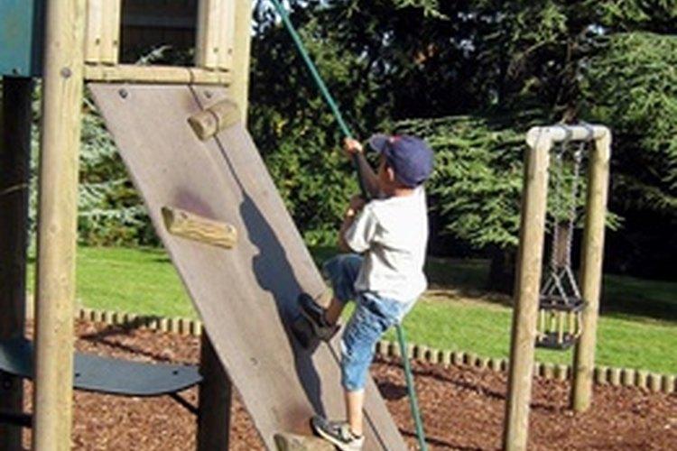 Ayúdale a tu hijo a desarrollar su autoestima por medio de diversas actividades.