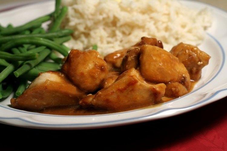 """Una cena de Navidad en Francia incluye carne, arroz y """"haricots verts""""."""
