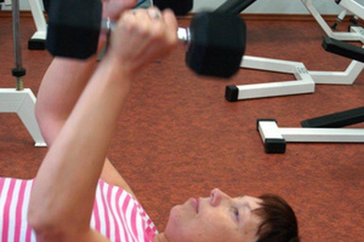 Los entrenadores personales trabajan en los gimnasios, hospitales y como instructores privados.