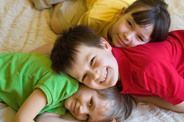 Atrae a los niños de preescolar con manualidades que tengan un mensaje.