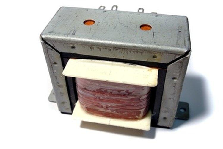 Se necesita un transformador reductor para convertir alimentación de 220V a 110V.