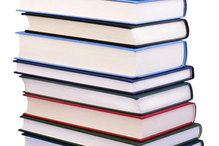 Puedes encontrar miles de poemas en libros de poesía, lo que resultan buenos recursos.