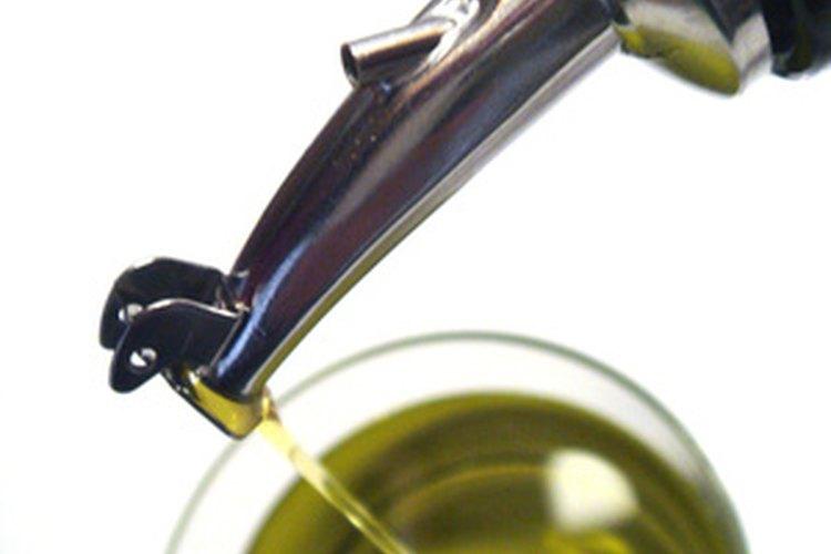 El aceite no se mezcla con el vinagre.