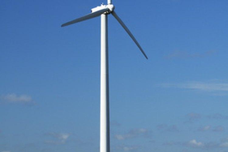 Una turbina eólica o aerogenerador utiliza el movimiento para crear una corriente eléctrica.