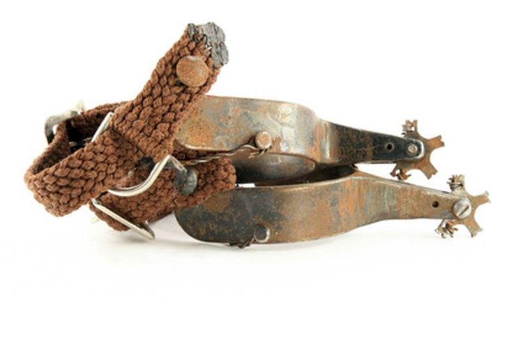 Un set de espuelas es una parte crucial de un traje de vaquero.